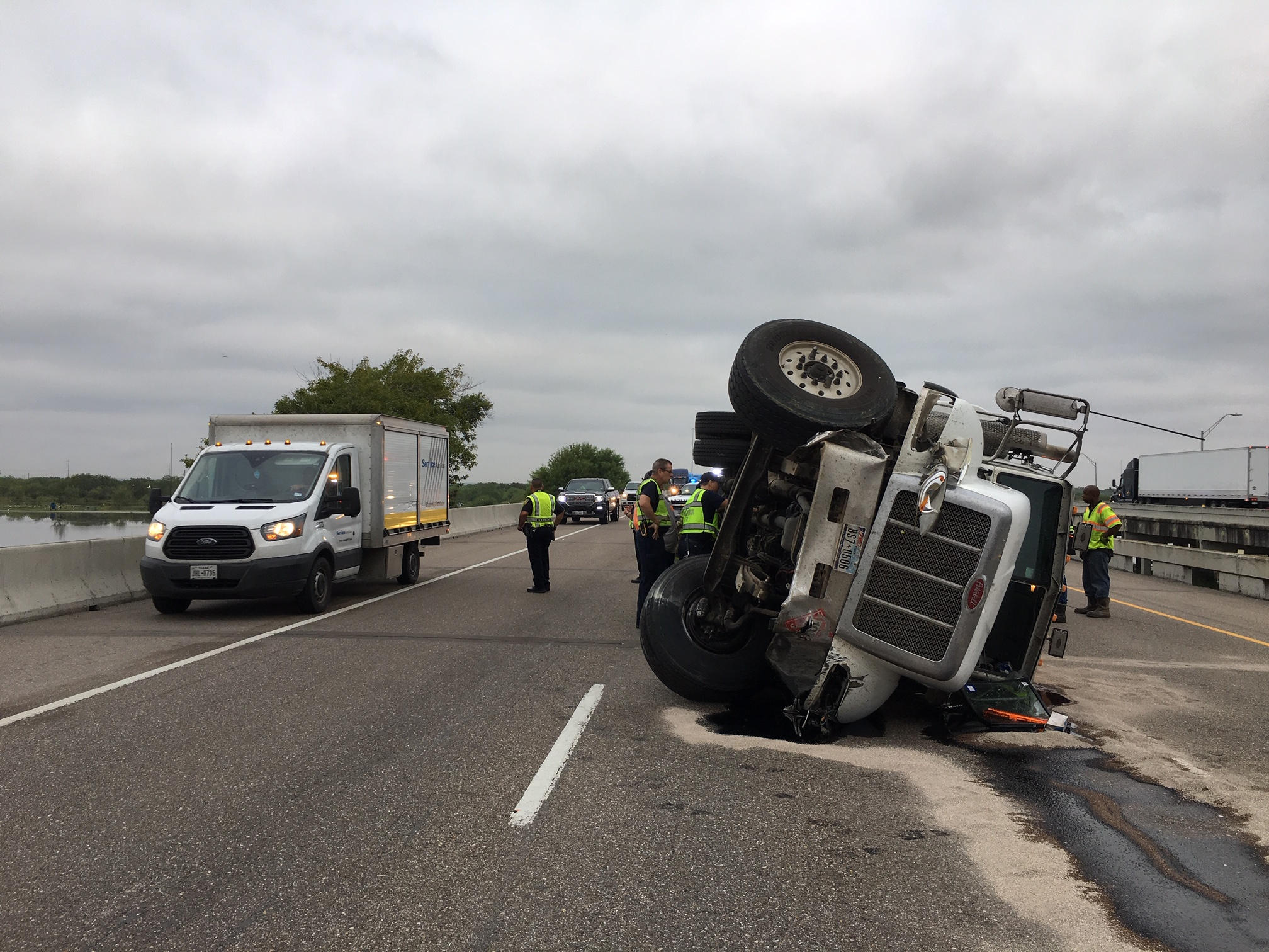 Accident at Labonte Park bridge shuts down lanes of I37